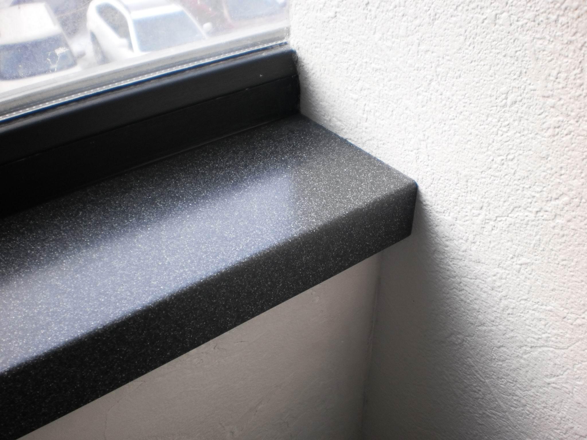 Подоконник из искусственного камня Gralit в офисе