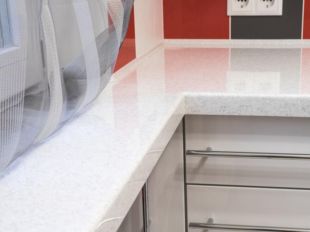 Кухонная столешница с литым подоконником