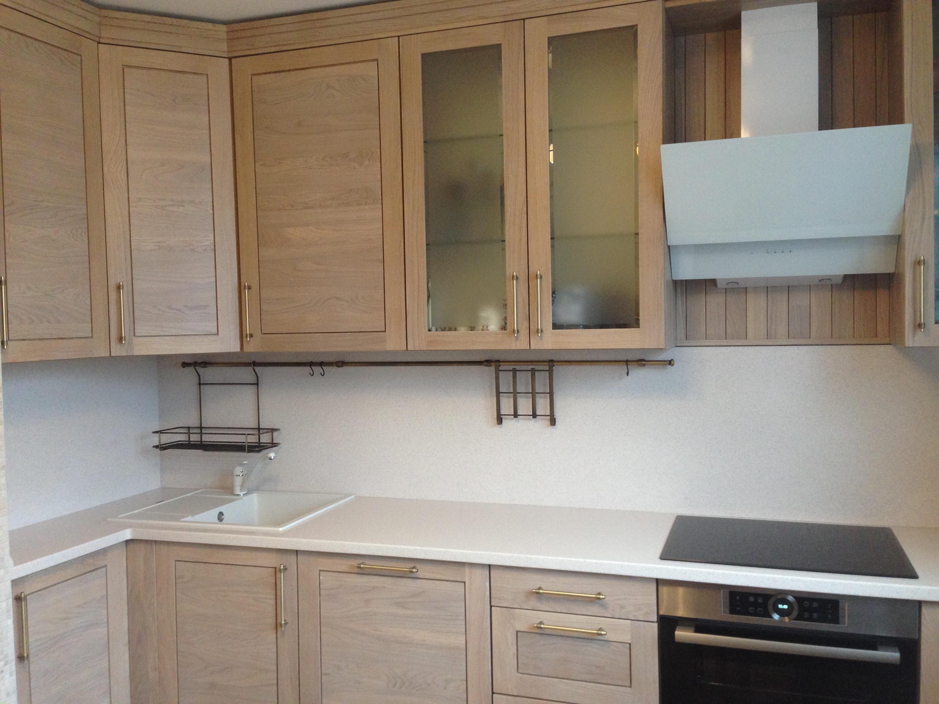 Кухонная столешница с «фартуком» из камня