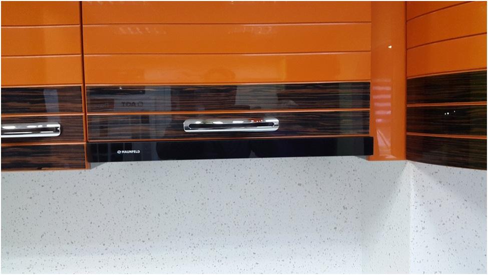 Кухонная столешница со стеновой панелью — образец