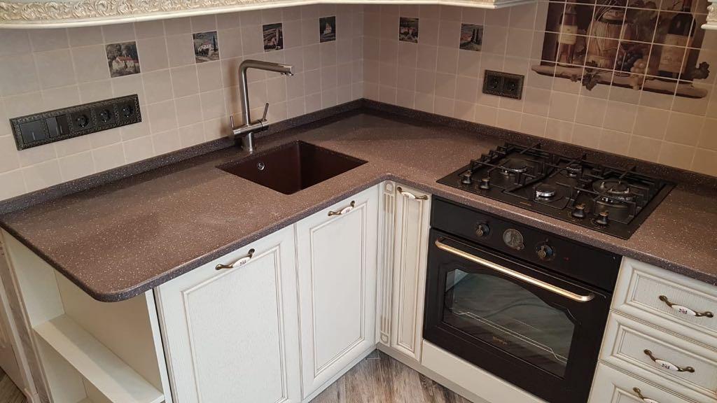 Небольшая кухонная столешница из камня Gralit