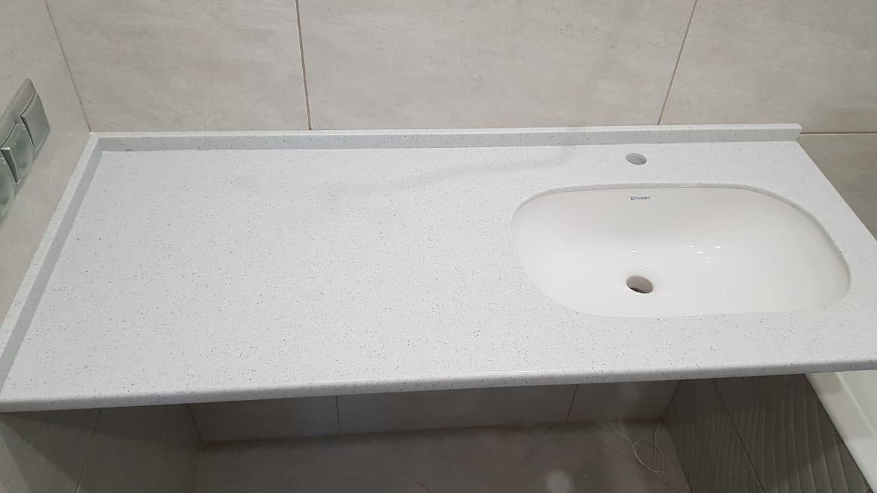 Столешница в ванную с монтажем раковины снизу