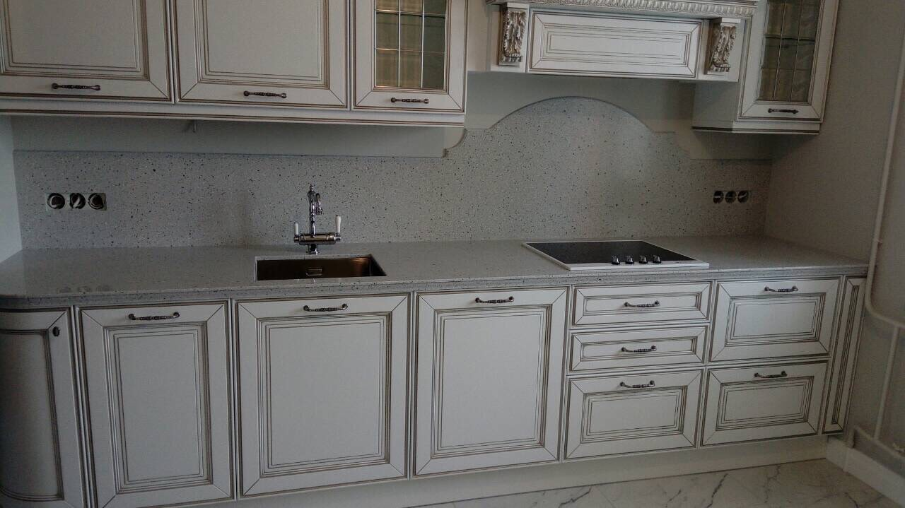 Кухонная столешница cо стеновой панелью