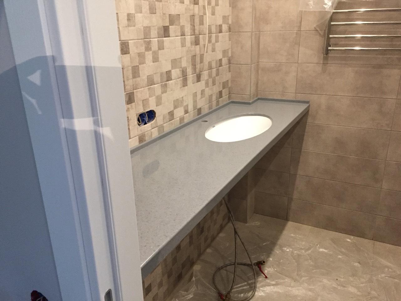 Столешница для ванной комнаты на кронштейнах